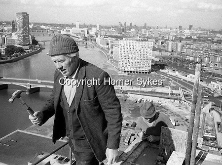 IRISH-NAVVIE-NAVVY-NAVVIES-BUILDERS-BUILDING-WORKER-LONDON-CITY-SKYLINE-LONDON-SKYLINE-CITYSCAPE-1970S-UK
